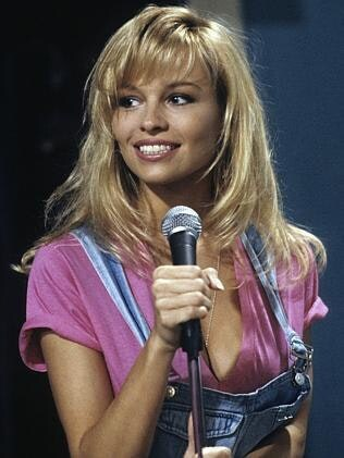 celeb plasticsurgery 2bdd3b882178b75366f3354158b5b295 20201203 Pamela Anderson before and after plastic surgery October 28, 2020